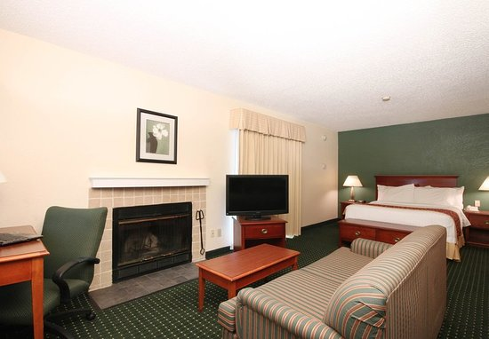 Tinton Falls, NJ: Queen Studio Suite