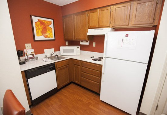Erlanger, KY: Studio Suite Kitchen