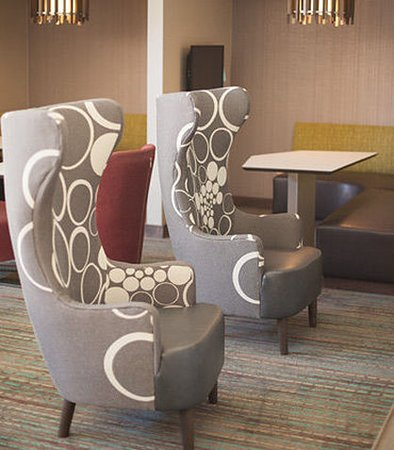 Erlanger, KY: Lobby Seating Area