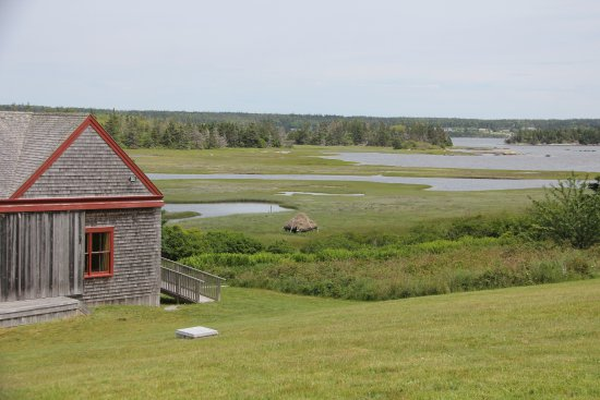 Lower West Pubnico, Canadá: View of salt marsh and salt hay rack