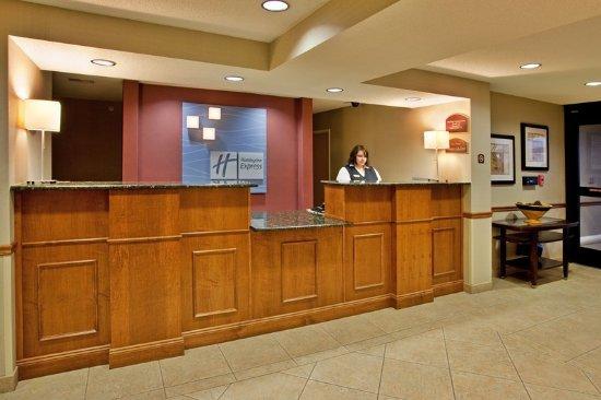 Warrenton, MO: Front Desk