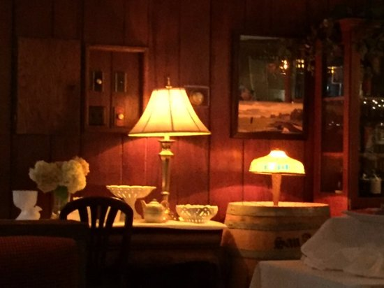 Prairie du Chien, WI: Awful beer lamp, paneling and wooden frame around switches?