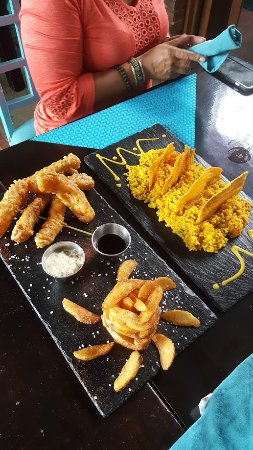 San Rafael de Escazu, คอสตาริกา: Fish and chips, Rice and shrimp