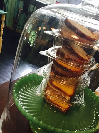 Lakemont, จอร์เจีย: Some of the best POUNDCAKE I have EVER eaten!! Gluten-Free ORGEOUS cakes available too! By the s