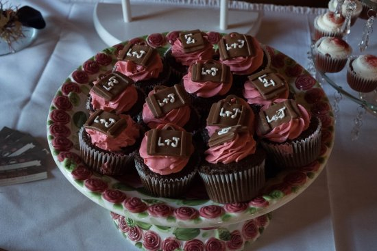 Orland Park, IL: Chocolate caramel cupcakes with suitcases on top! Travel themed wedding shower.