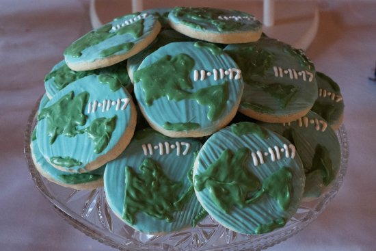 Orland Park, Илинойс: Cookies frosted to resemble the globe. Travel themed wedding shower.