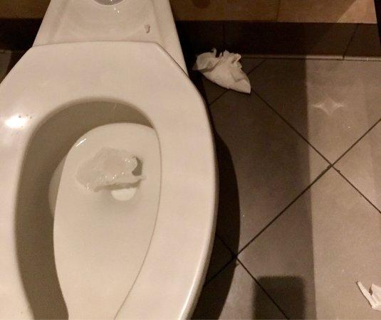 The Cheesecake Factory Bathroom Toilet Paper In On Floor Towels