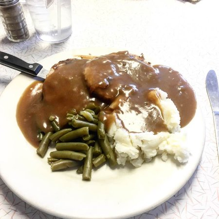 Duchesne, UT: breaded veal cutlets, mashed potatoes and green beans