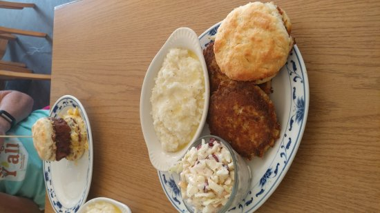 Mayo, FL: Crab Cakes, grits and slaw