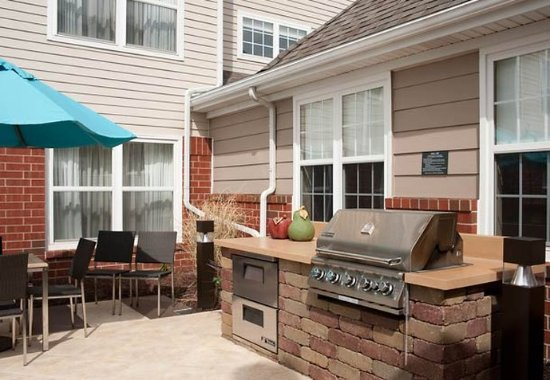 Grandville, MI: Outdoor Patio & Grill