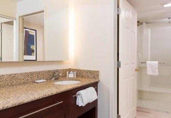 Grandville, MI: Suite Bathroom