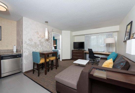 Grandville, MI: One-Bedroom Queen Suite - Living Area