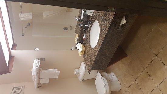 Newberg Travelodge Suites: 20170713_145803_large.jpg
