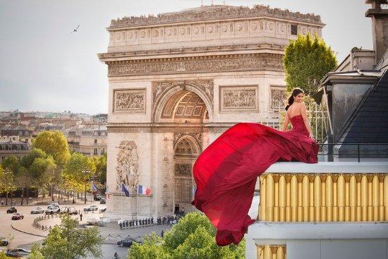 Hotel Napoleon Paris: Arc De Triomphe View