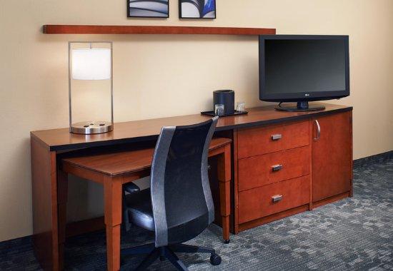 Mendota Heights, MN: Guest Room Work Desk