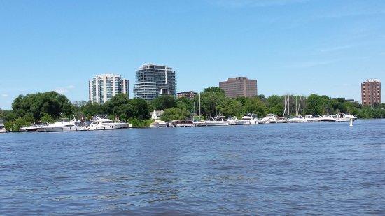 Ottawa, Kanada: View of Gatineau, Quebec from Amphibus