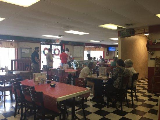 Elkton, VA: dining area