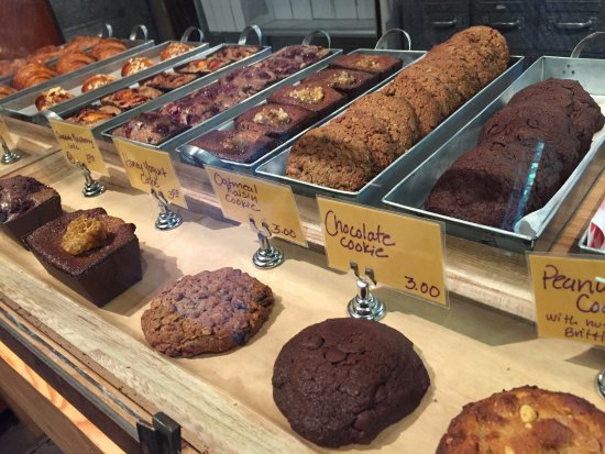 Cashmere, WA: Delicious Cookies, Mini Cakes, Croissants, Magic