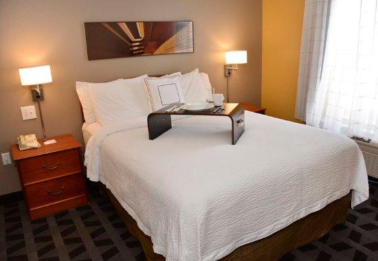 East Lansing, MI: One Bedroom Suite - Bedroom