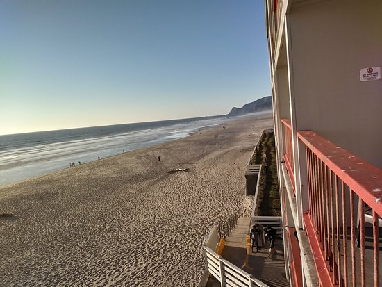Surftides Lincoln City : Our view from the balcony