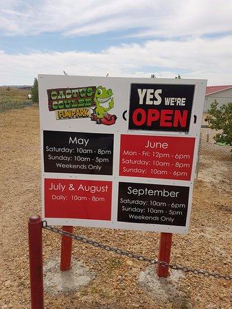 Cactus Coulee Fun Park: signage