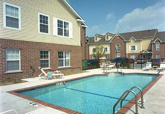 TownePlace Suites Milwaukee Brookfield: Outdoor Pool