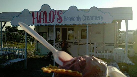 Forest, VA: Black raspberry icecream at Halo's Heavenly Creamery