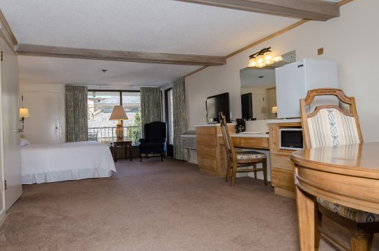 Gillette Motel: King Bed with Private Balcony and Jacuzzi Tub