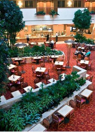 Loveland, CO: Lushly Landscaped Atrium