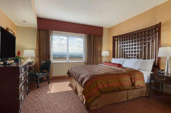 Loveland, CO: Presidential Suite Bedroom
