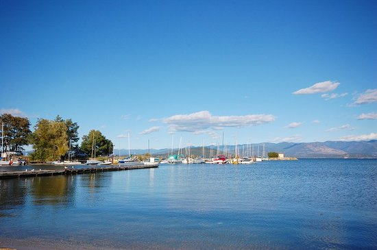 Sandpoint, ID: View from Beach Area Directly in Front of Hotel