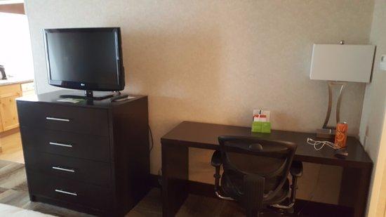 Idaho Falls, ID: TV and desk