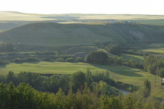 Rosebud, Kanada: a view of the course from a hill overlooking the valley