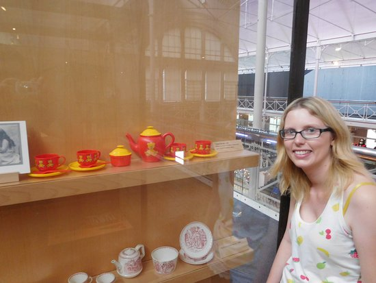 V&A Museum of Childhood: I had this tea set!