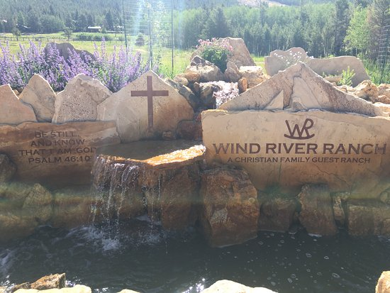 Wind River Christian Family Dude Ranch: Front entrance