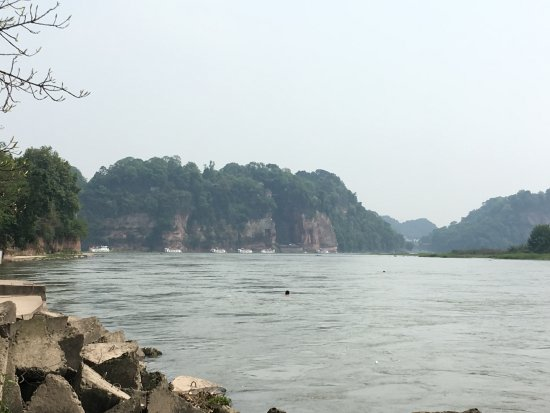 Лэшань, Китай: From Leshan riverwalk looking back at Giant Buddha