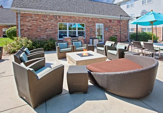 Merrillville, IN: Outdoor Patio