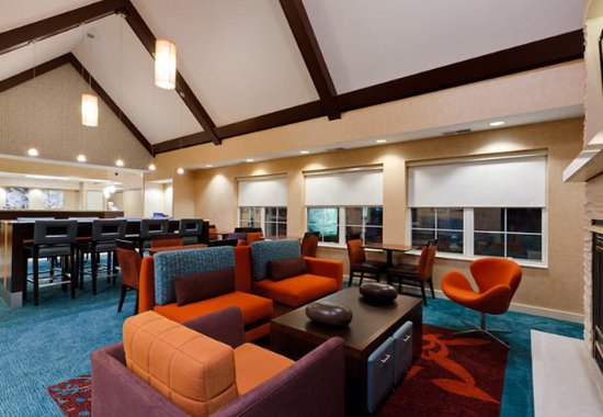 Merrillville, IN: Lobby Sitting Area