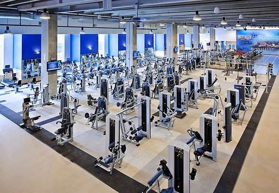 SpringHill Suites Pittsburgh Bakery Square: LA Fitness
