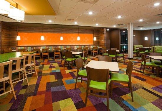 Vadnais Heights, MN: Breakfast Area