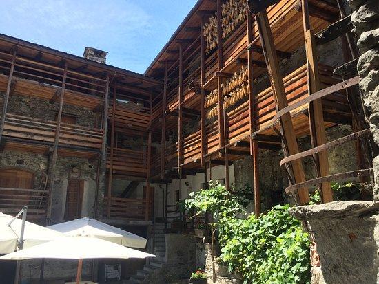Villa Tirano-bild