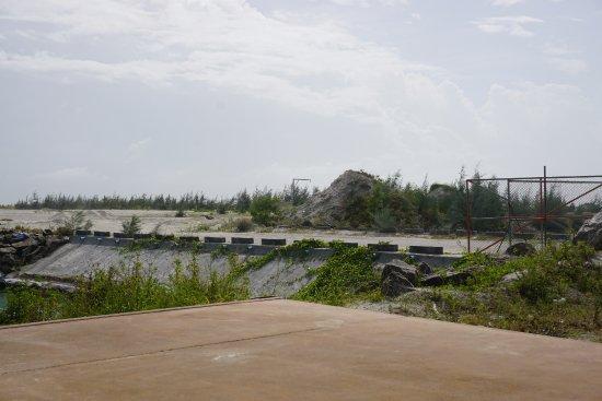 Kaafu-atollen: 島の北側では、造成が続いている