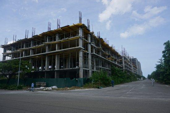 Атолл Каафу: 建設中の建物が多数