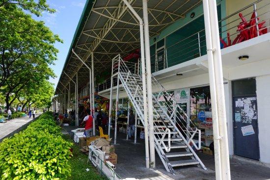 Ατόλη Κααφού: 商店街や商業施設