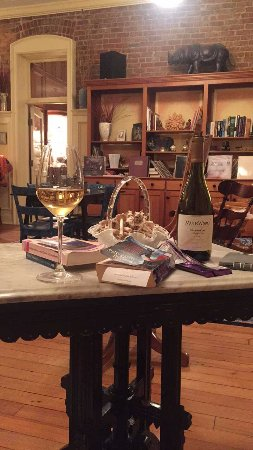Maiden Rock, WI: Evening wine with a good book and romantic lighting