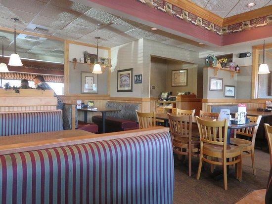 Menominee, MI: Cute booths or table seating