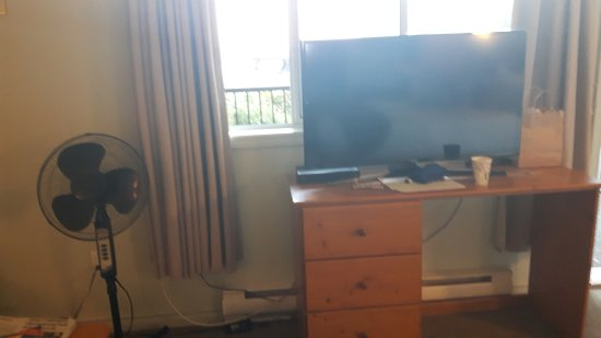 Ugly Damaged Old Furniture Tv In Front Of View Window No Ac