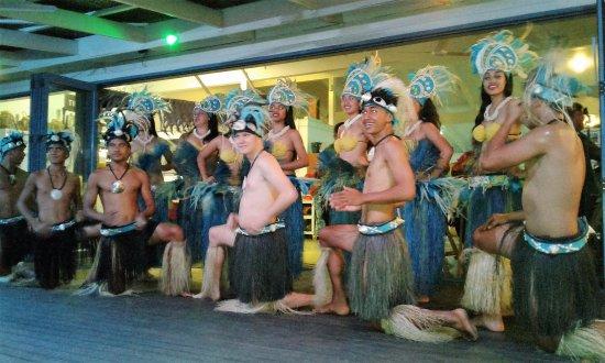 The Islander Restaurant: Great dancers and plenty of photo opportunities