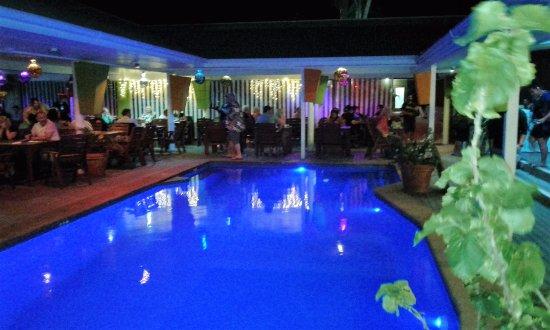 The Islander Restaurant: Restaurant set around the pool