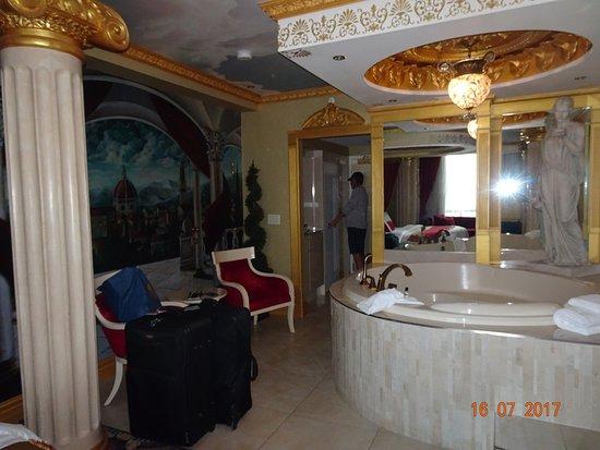 Fantasyland Hotel & Resort: photo3.jpg